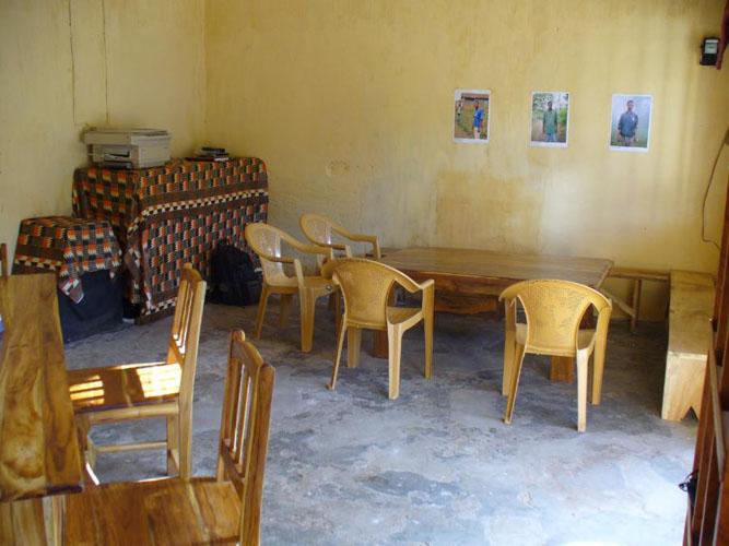 association to go to togo. Black Bedroom Furniture Sets. Home Design Ideas